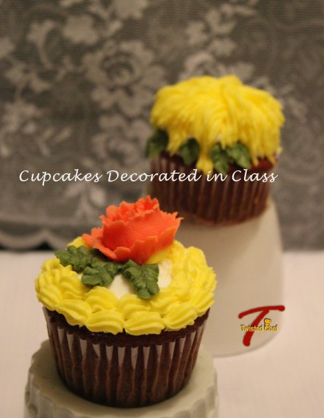 We decorated 6 cupcakes. These are samples of what I did with my cupcakes. Here you can see the shaggy mums, the rose, leaves and a shell border.