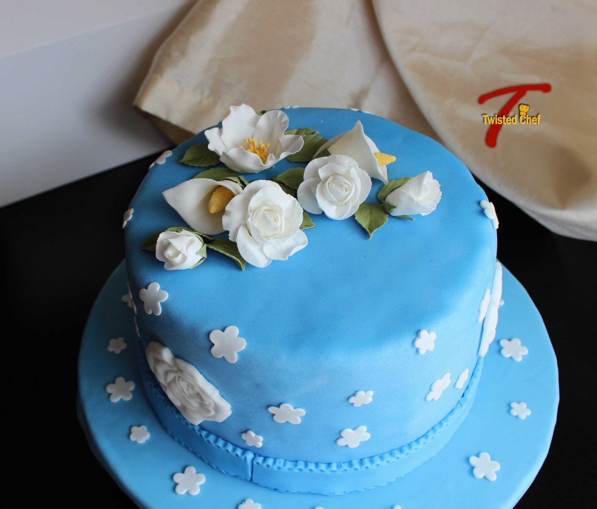 How To Design Cake Using Fondant : Wilton Cake Decorating Course 3: Gum Paste and Fondant ...