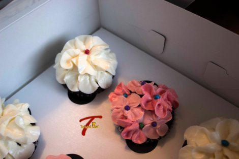 Chocolate Cupcake With Swiss Buttercream White & Pink Flowers